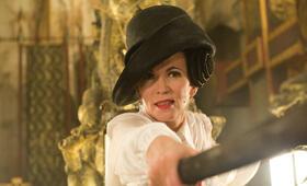 Q (Iris Berben) kämpft mit allen Mitteln um das Unsterblichkeitselixier. - Bild 8