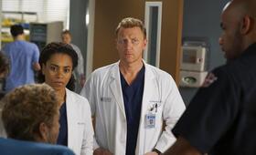 Grey's Anatomy - Staffel 15, Grey's Anatomy - Staffel 15 Episode 23 mit Kevin McKidd und Kelly McCreary - Bild 7