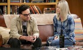 The Big Bang Theory Staffel 11 mit Kaley Cuoco und Johnny Galecki - Bild 1