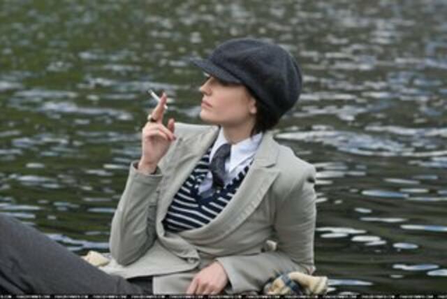 Cracks Trailer Ex Bond Girl Eva Green Raucht Sich Frei