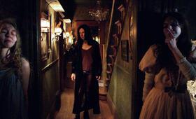 Ghostland mit Taylor Hickson und Emilia Jones - Bild 3