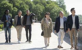 Monsieur Claude und seine Töchter 2  mit Christian Clavier, Ary Abittan, Medi Sadoun, Chantal Lauby und Frédéric Chau - Bild 13
