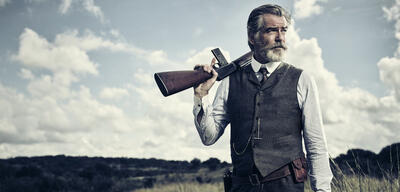 The Son mit Pierce Brosnan im Pilot-Check