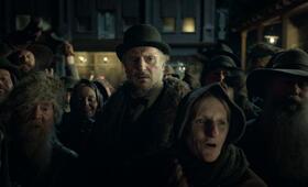 The Ballad of Buster Scruggs mit Liam Neeson - Bild 16