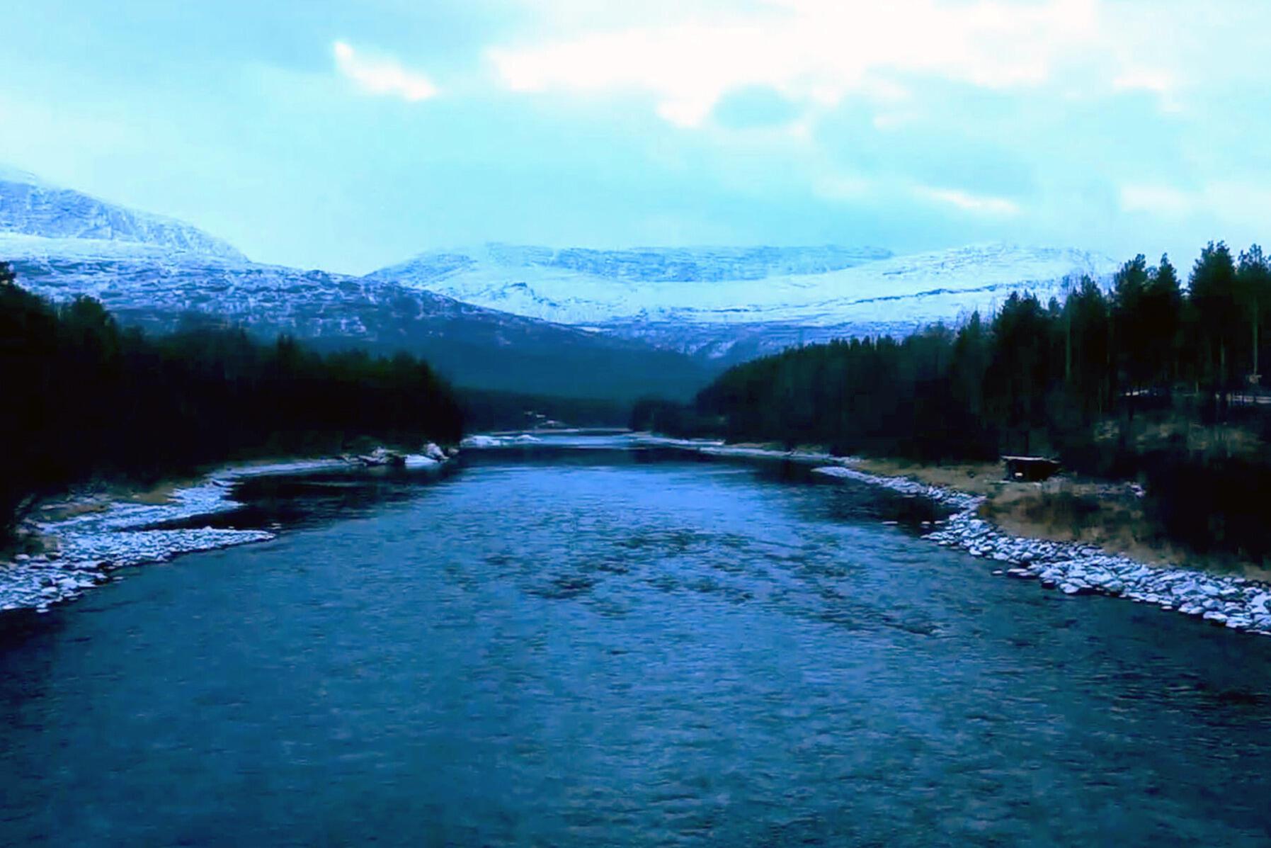 Elven Fluss Aus Der Kälte