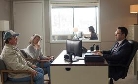 The Accountant mit Ben Affleck, Susan Williams und Ron Prather - Bild 24