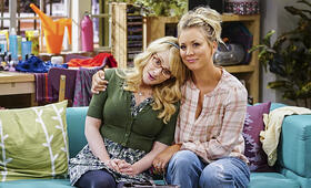 The Big Bang Theory Staffel 10 mit Kaley Cuoco und Melissa Rauch - Bild 24