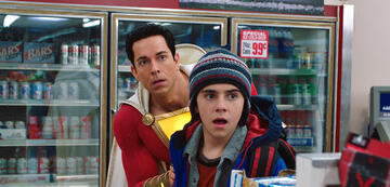 Versteckt sich schonmal: Zachary Levi als Black Adams Gegenspieler Shazam.