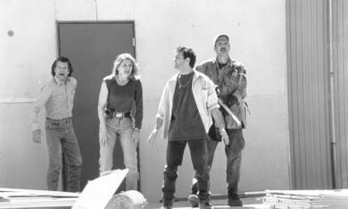 Tremors 2 - Die Rückkehr der Raketenwürmer mit Fred Ward, Helen Shaver und Christopher Gartin - Bild 7