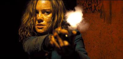 Free Fire: Brie Larson mit Schusseisen