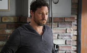 Grey's Anatomy - Staffel 16, Grey's Anatomy - Staffel 16 Episode 1 mit Justin Chambers - Bild 1