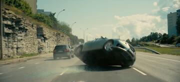 Der Wagen verunglückt im Trailer in der falschen Reihenfolge