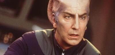 Alan Rickman als Dr. Lazarus