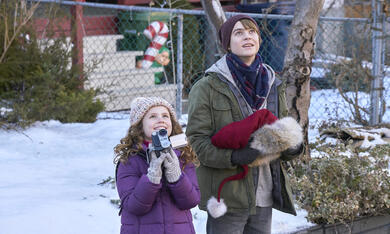The Christmas Chronicles mit Judah Lewis und Darby Camp - Bild 2