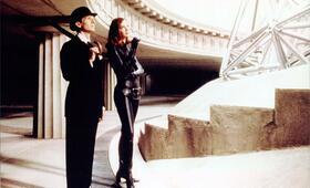 Mit Schirm, Charme und Melone mit Ralph Fiennes und Uma Thurman - Bild 21