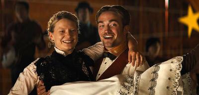 Robert Pattinson und Mia Wasikowska in Damsel