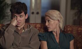 Sex Education, Sex Education - Staffel 1 mit Gillian Anderson und Asa Butterfield - Bild 25