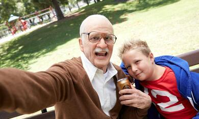 Jackass Presents: Bad Grandpa mit Johnny Knoxville und Jackson Nicoll - Bild 1