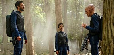 Star Trek: Discovery - Shazad Latif, Sonequa Martin-Greene und Doug Jones im Wald