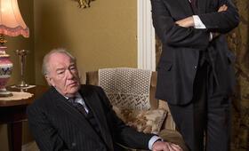 Der Pathologe - Mörderisches Dublin, Staffel 1 mit Gabriel Byrne und Michael Gambon - Bild 18