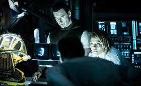 Alien: Covenant mit Michael Fassbender und Carmen Ejogo - Bild 1