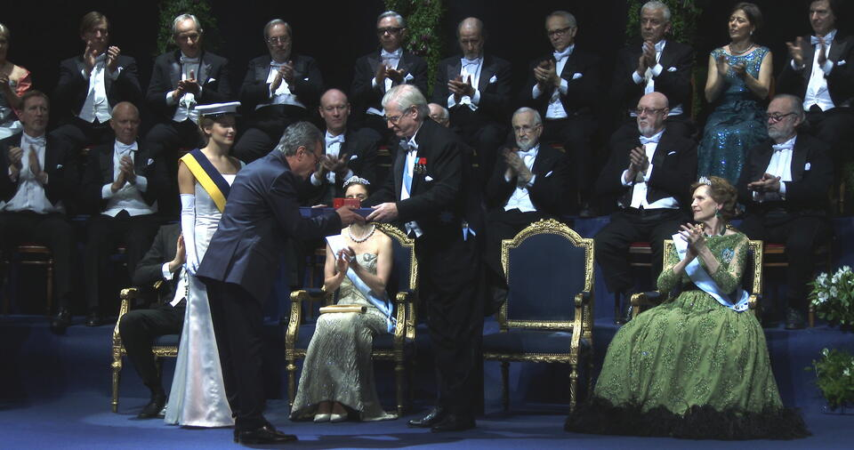 Der Nobelpreisträger mit Oscar Martínez
