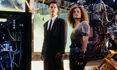 Vernetzt - Johnny Mnemonic mit Keanu Reeves und Dina Meyer - Bild 2