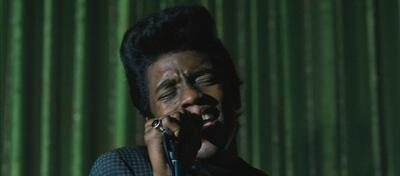 Chadwick Boseman als James Brown in get On Up