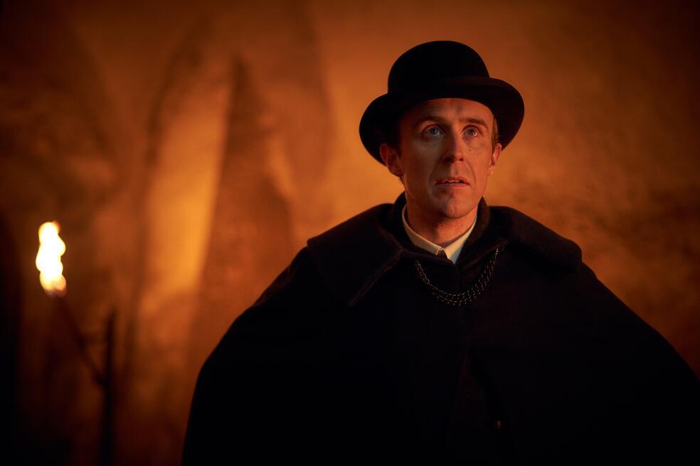 Dracula, Dracula - Staffel 1 mit John Heffernan