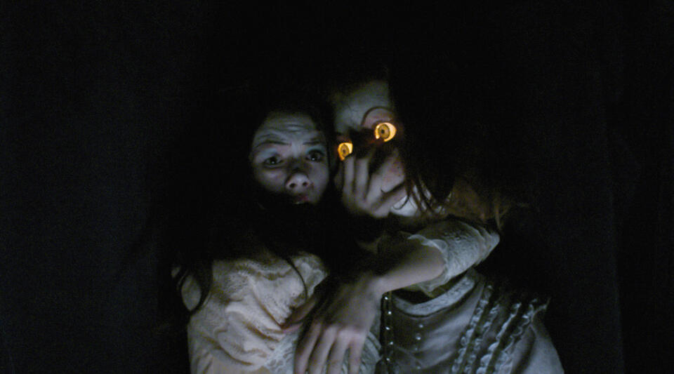 Ghostland mit Crystal Reed