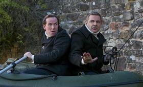 Johnny English - Man lebt nur dreimal mit Rowan Atkinson und Ben Miller - Bild 2