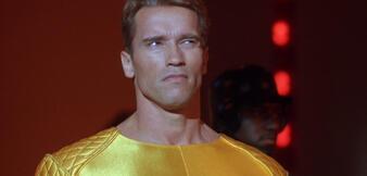 Ein skeptischer Arnold Schwarzenegger in Running Man