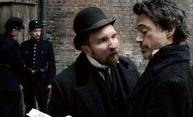 Sherlock Holmes mit Robert Downey Jr. und Eddie Marsan - Bild 12