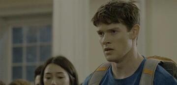 Alex MacNicoll als Luke