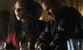 Killjoys - Staffel 4, Killjoys - Staffel 4 Episode 1 mit Hannah John-Kamen und Aaron Ashmore - Bild 2
