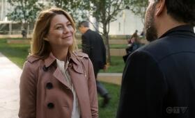 Grey's Anatomy - Staffel 15, Grey's Anatomy - Staffel 15 Episode 4 mit Josh Radnor und Ellen Pompeo - Bild 2