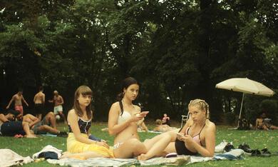 Kokon mit Lena Klenke, Lena Urzendowsky und Elina Vildanova - Bild 6