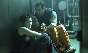 Lockout mit Guy Pearce, Maggie Grace und Joseph Gilgun - Bild 32