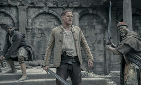 King Arthur: Legend of the Sword mit Charlie Hunnam, Djimon Hounsou und Kingsley Ben-Adir - Bild 73