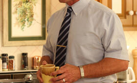 Christopher Meloni in Surviving Jack - Bild 26