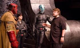 Guillermo del Toro bei den Dreharbeiten zu Hellboy 2: Die goldene Armee - Bild 18