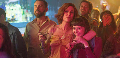 Kristen Wiig und Bel Powley in The Diary of a Teenage Girl