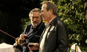 Malavita - The Family mit Robert De Niro und Tommy Lee Jones - Bild 167