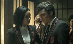 Deadly Class, Deadly Class - Staffel 1 mit Lana Condor und Benjamin Wadsworth - Bild 9