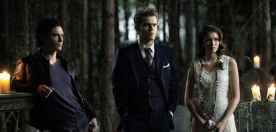 Stefan und Damon Salvatore mit Elena in Vampire Diaries