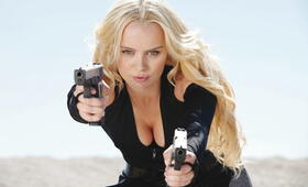 Guns and Girls mit Helena Mattsson - Bild 1