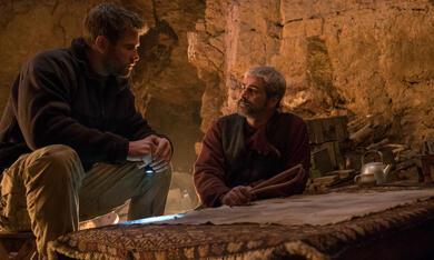 Operation: 12 Strong mit Chris Hemsworth und Navid Negahban - Bild 2