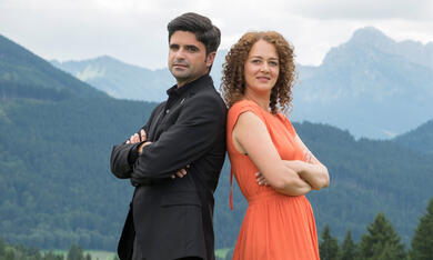 Tonio und Julia: Kneifen gilt nicht mit Maximilian Grill und Oona-Devi Liebich - Bild 1