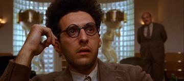 Brille sitzt, Probleme mit der Realität hat er auch - Barton Fink