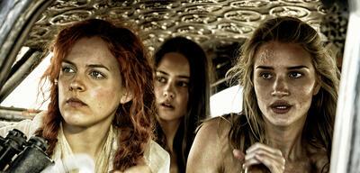 Riley Keough, Courtney Eaton und Rosie Huntington-Whiteley in Mad Max: Fury Road